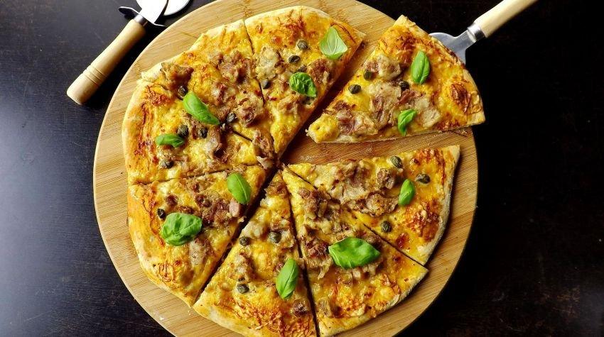 Pizza  z golonką na ostro