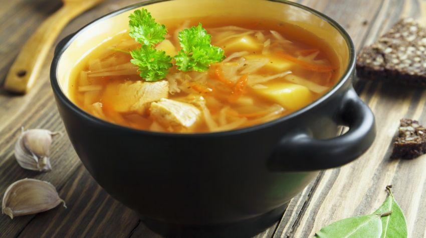 Zupa z kapusty pekińskiej z mięsnymi kuleczkami