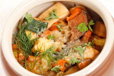 Kawałki wołowiny confitowane w maśle z warzywami