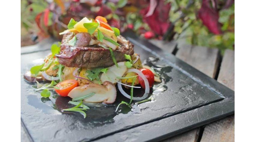 Stek z rostbefu z prawdziwkami, serem Szafir i oliwą truflową