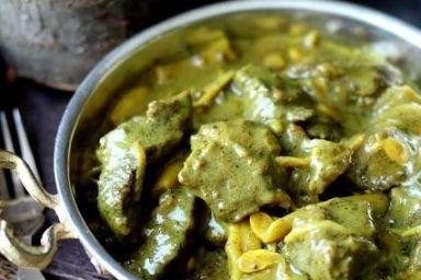Wołowina w curry z fasolką i kiełkami fasoli mung
