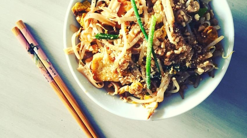 Pad Thai ze złocistym tofu