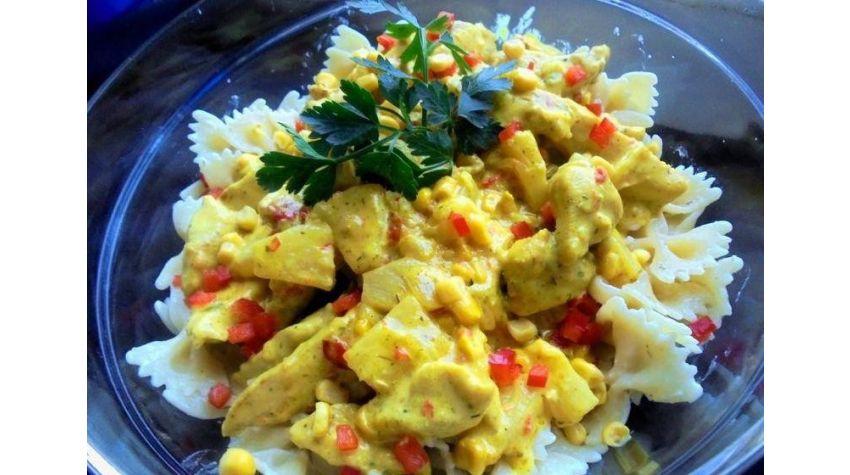 Kurczak w curry z ananasem