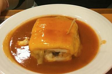 Lasagne inspirowana porugalską Francesinhą