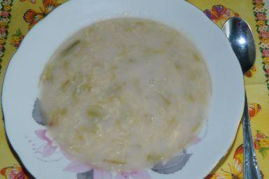 Zupka rabarbarowa z lanymi kluseczkami