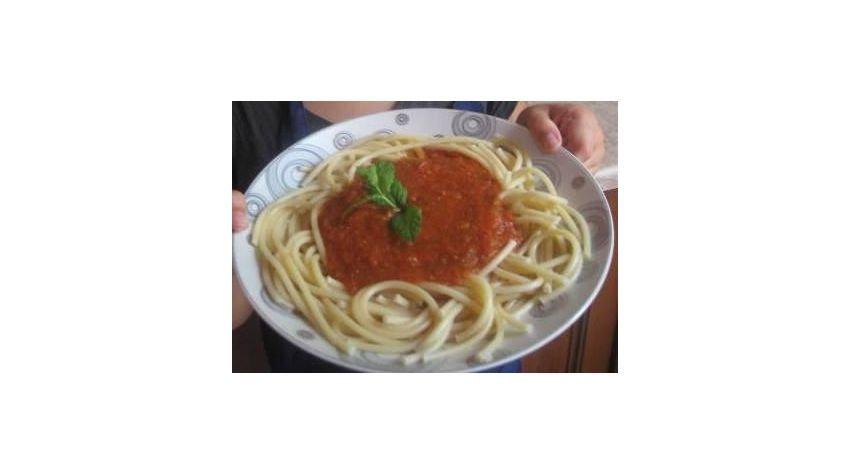 Spaghetti all pomodoro - makaron w sosie pomidorowym