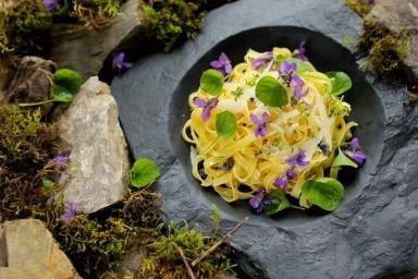Maslane Tagiatelle z Owczym serem i fiołkami