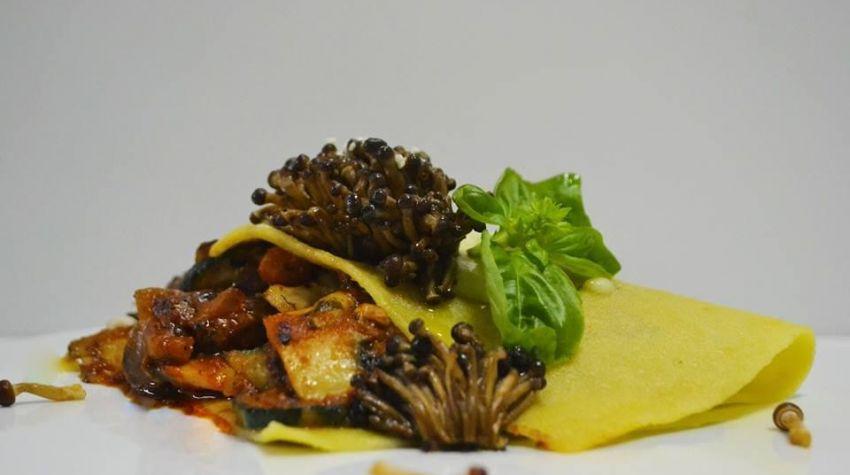 chustka makaronowa z warzywami i  grzybkami enyoki