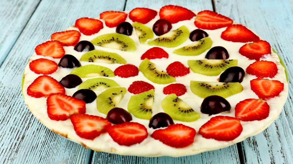 Pizza na słodko z owocami
