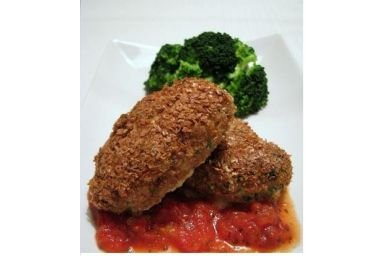 kotleciki z dorsza z sosem pomidorowym i brokułem