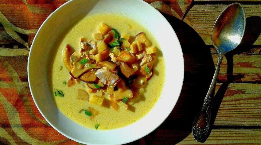 Zupa z pstrągiem i grzybami