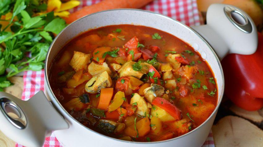 Halaszle czyli węgierska zupa rybna