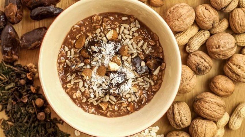 FIT ŚNIADANIE: Jaglanka z mleczkiem kokosowym i bakaliami