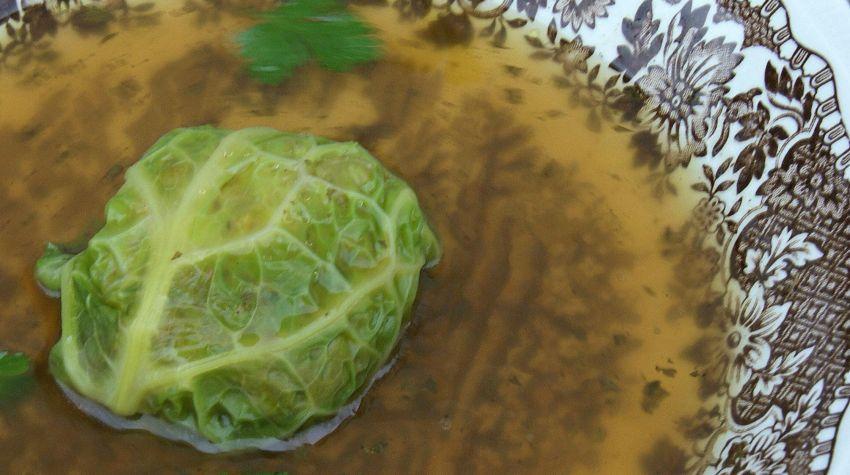 Zupa z gęsi z gołąbkiem z kaszą