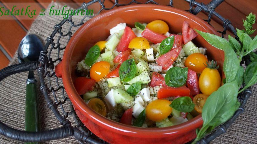 Sałatka z bazyliowym bulgurem i mozzarellą
