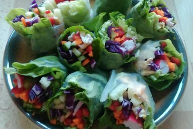 Kolorowe warzywne sajgonki