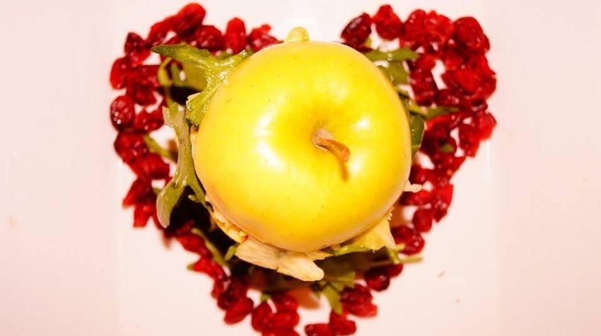 Fit sałatka w jabłku