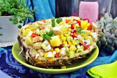 Sałatka fit z ananasa i kurczaka