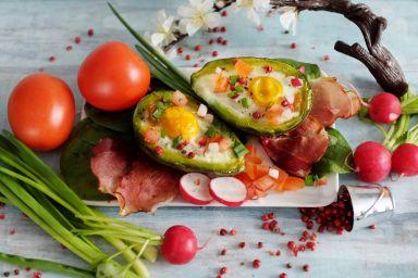 Jajka pieczone w awokado