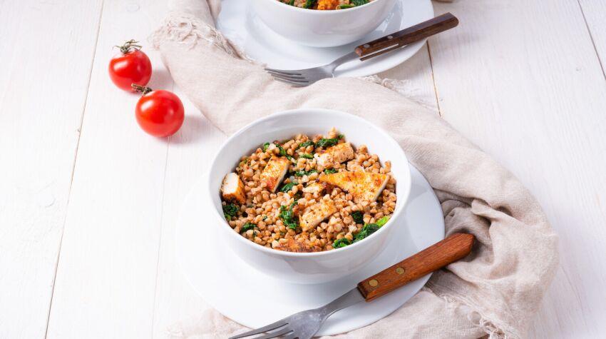 Kasza pęczak z warzywami i kurczakiem