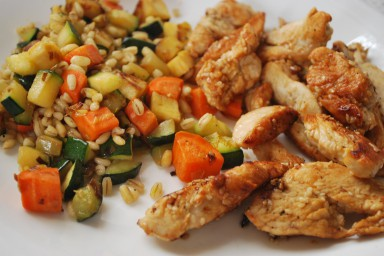 Kasza pęczak z warzywami i kurczak w sezamie