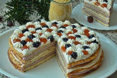 Jaglany tort omletowy z serkiem i dżemem