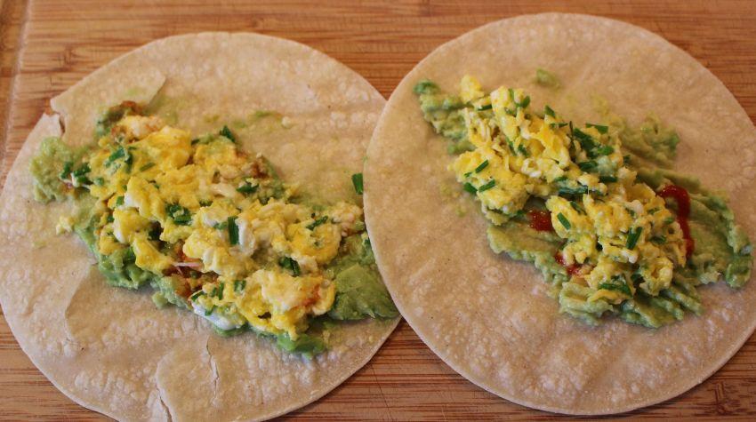 Śniadaniowe tacos z jajecznicą