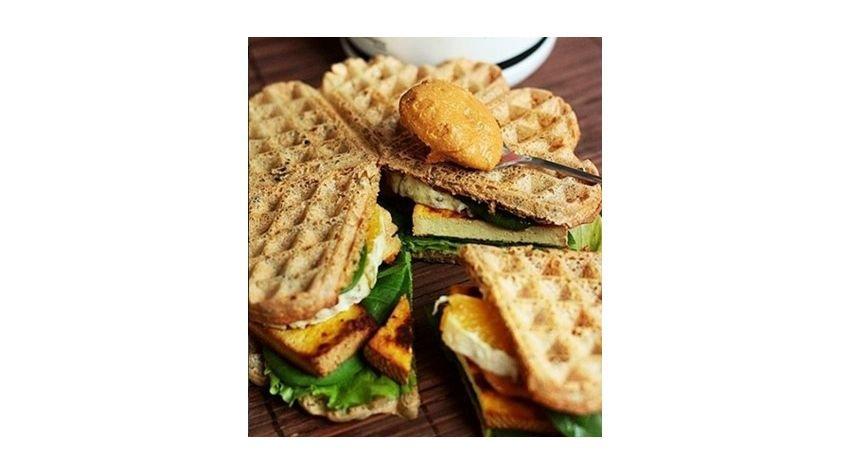 Wytrawna gofrowa kanapka