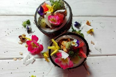Granola z owocami w kokosie