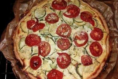 Wytrawna tarta z cukinią,pomidorami i serem Feta..