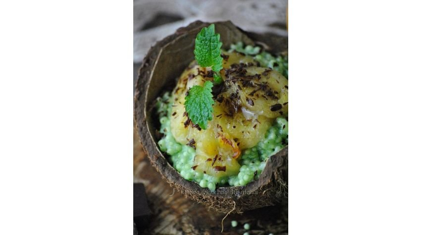 Green pudding z tapioki z karmelizowanymi bananami
