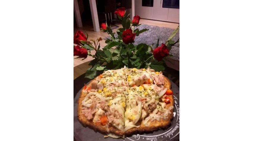 Chrupiaca pizza z kalafiora