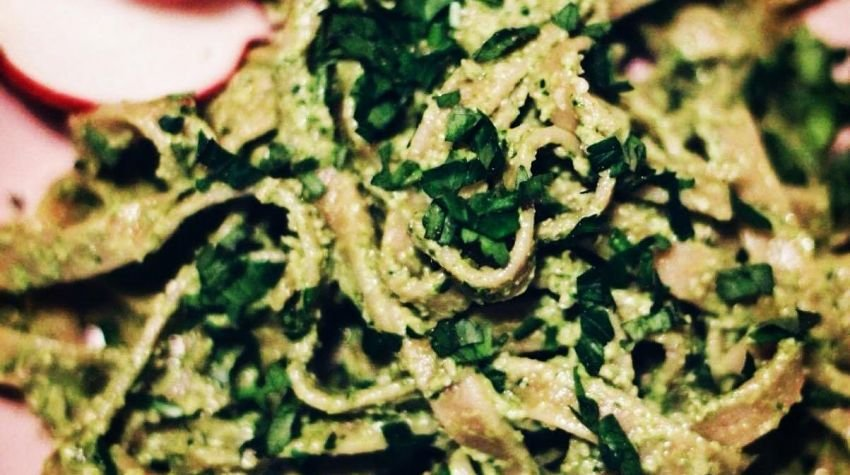 Pesto z liści rzodkiewek