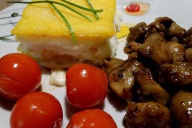 Zapiekana polenta z kozim serem i pieczarki