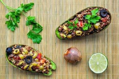 Sałatka z quinoa (komosą ryżową) i avocado