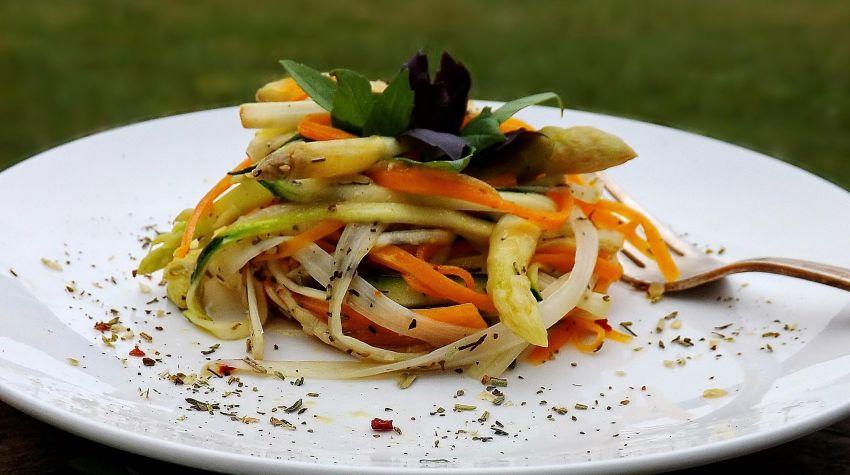 Spaghetti warzywne z grecką nutą