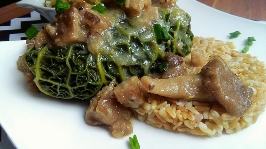 Drobiowe gołąbki na parze z aksamitnym sosem z boczniaków