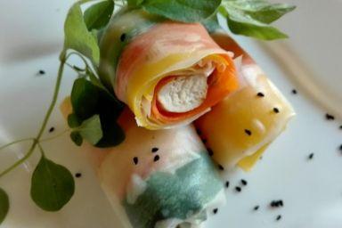 Spring Rolls z kurczakiem i kolorowymi warzywami