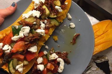 Dynia pieczona z warzywami i kozim serem