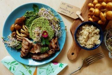 Młoda wołowina z grzybami nameko, komosą ryżową i pesto z czosnku niedźwiedziego