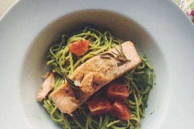 Pesto szpinakowe z łososiem