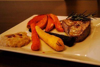 Stek z tuńczyka z finezyjnymi warzywami