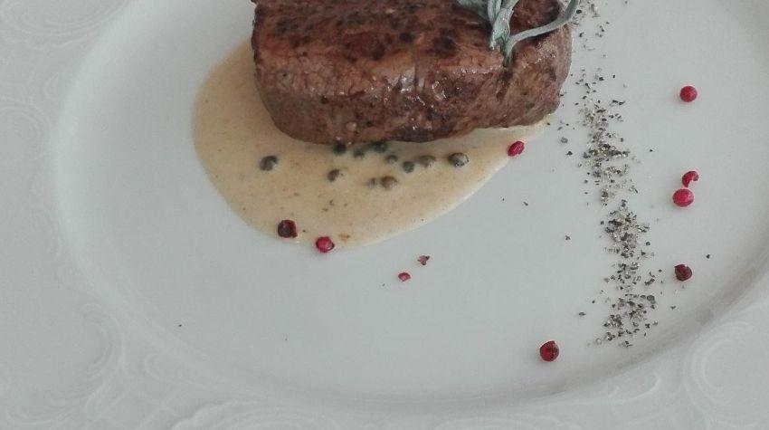 Stek wołowy na puree z kalafiora