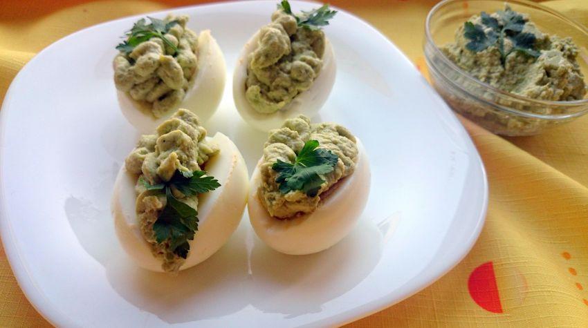 Jajka faszerowne pastą z awokado