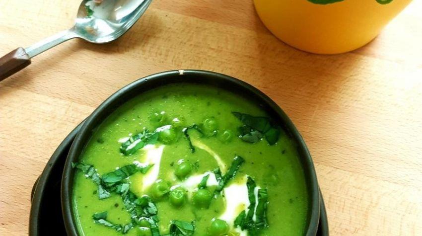 Zupa z zielonego groszku i bazylii