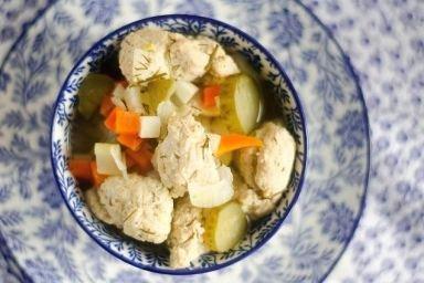 Odchudzająca zupa ogórkowa