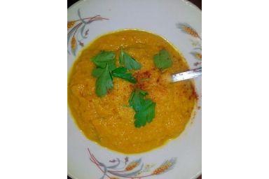 Zupa krem marchewkowy z natką pietruszki