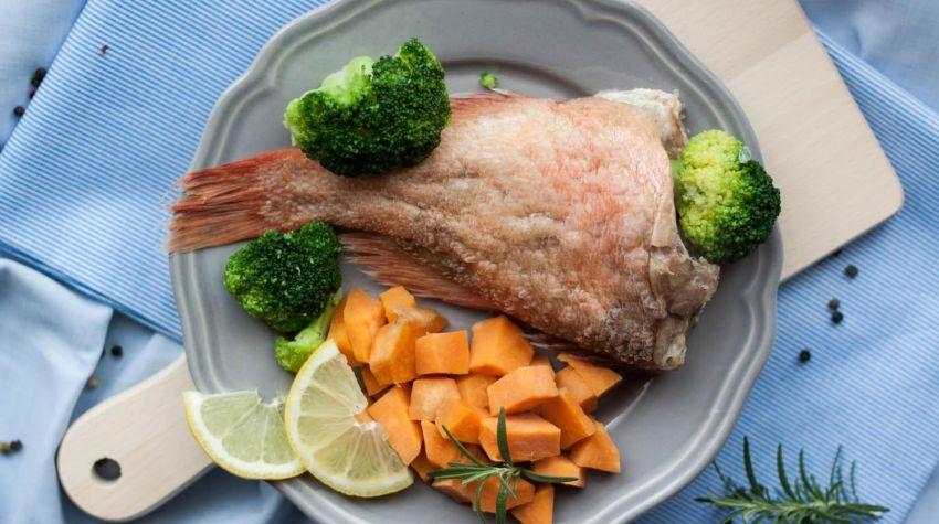 Karmazyn z warzywami na parze