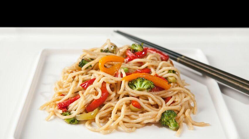Noodle z kurczakiem w curry