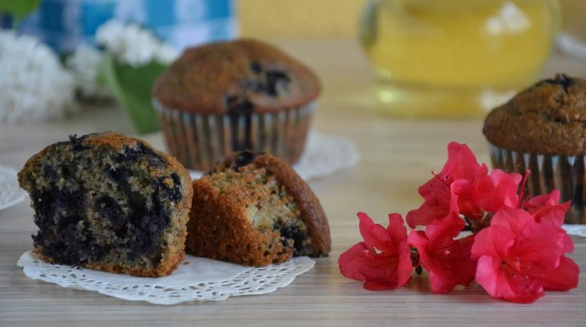 Muffinki razowe z jagodami